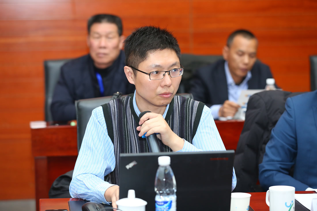 国家环保部固废管理中心高级工程师教授罗庆明,演讲题目《我国固废处理现状与资源化处置的发展趋势》